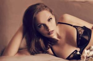 Abigail Gotts : La bombe anglaise joue les secrétaires sexy en lingerie !