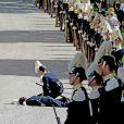 Un garde a perdu connaissance juste avant le baptême de la princesse Leonore de Suède, au palais Drottningholm à Stockholm, le 8 juin 2014.