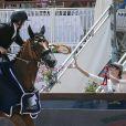 Guillaume Canet, tout heureux d'avoir décroché la première place du Prix VIP Riders Club of Cannes au Jumping de Cannes dans le cadre du Longines Global Champions Tour, sous les yeux de sa compagne Marion Cotillard et de son fils Marcel le 12 Juin 2014
