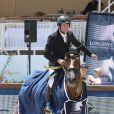 Guillaume Canet a décroché la première place du Prix VIP Riders Club of Cannes au Jumping de Cannes dans le cadre du Longines Global Champions Tour, sous les yeux de sa compagne Marion Cotillard et de son fils Marcel le 12 Juin 2014