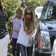 Denise Richards avec ses filles dans le quartier de Pacific Palisades, le 11 juin 2014.
