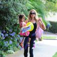 Denise Richards avec sa fille Eloise dans les rues de Los Angeles, le 10 juin 2014.