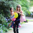 Denise Richards dans les rues de Beverly Hills avec sa fille Eloise, le 10 juin 2014.