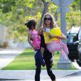 Denise Richards avec sa fille Eloise dans les rues de Beverly Hills, le 10 juin 2014.