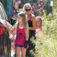Exclusif - Denise Richards se promène avec ses filles Eloise, Sam et Lola à Los Angeles, le 3 juin 2014.