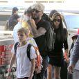 David Beckham et sa femme Victoria en compagnie de leurs enfants arrivent à l' aéroport à Los Angeles Le 31 mai 2014