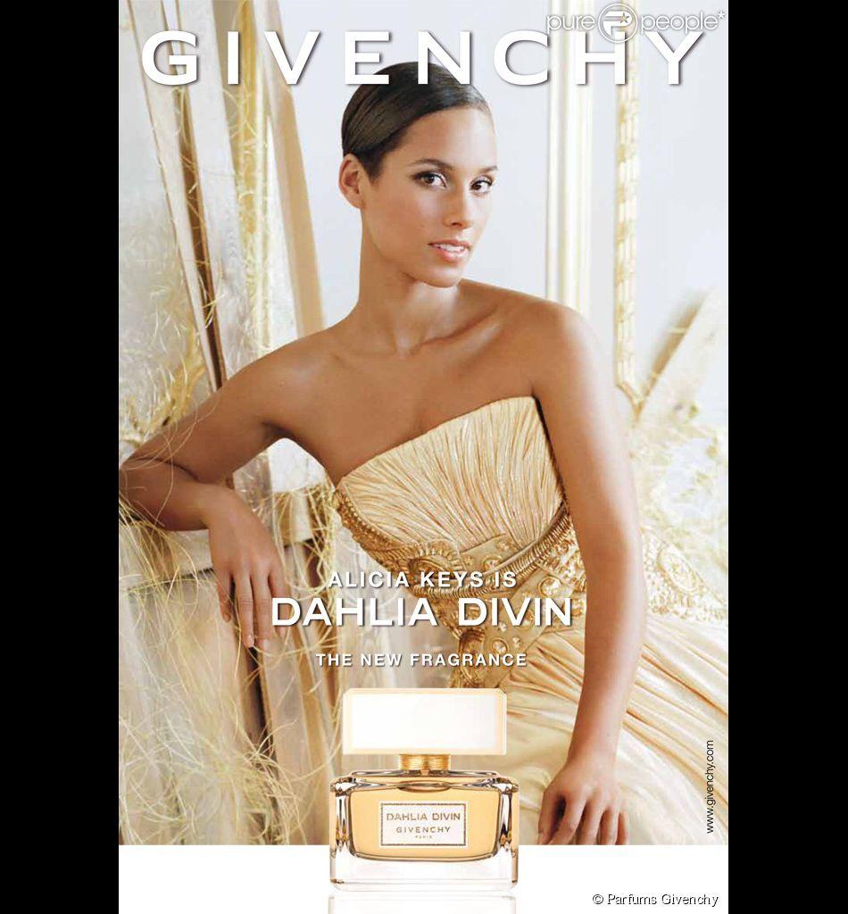 Alicia Keys, visage du parfum Dahlia Divin de Givenchy.