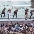 Le  girlsband  Little Mix sur scène à Wembley lors du Capital FM Summertime Ball. Londres, le 21 juin 2014.