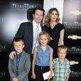 Mark Wahlberg avec sa femme Rhea et leurs enfants Ella, Michael et Brendan (la petite Grace n'est pas là), lors de l'avant-première à New York de Transformers - l'Age de l'extinction, le 25 juin 2014