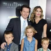 Mark Wahlberg fier avec sa femme et leurs enfants, des anges blonds craquants