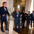 Didier Reynders (Vice-Premier Ministre et Ministre des Affaires étrangères), Michel Drucker, François Pirette, Salvatore Adamo, Eddy Merckx, Jacky Ickx, à l'occasion de la cérémonie de remise des insignes de commandeur de l'Ordre de la Couronne à Michel Drucker au palais d'Egmont à Bruxelles le 27 juin 2014.