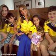 La splendide Sofia Vergara mise sur un maillot de foot cintrée pour soutenir son équipe de Colombie, éliminée par le Brésil