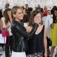 Jennifer Lawrence et Emma Watson lors du défilé haute-couture Christian Dior automne-hiver 2014-2015 au musée Rodin. Paris, le 7 juillet 2014.
