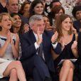 Jennifer Lawrence, Sidney Toledano et Emma Watson au premier rang du défilé haute-couture Christian Dior automne-hiver 2014-2015 au musée Rodin. Paris, le 7 juillet 2014.