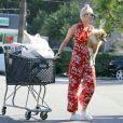 Exclusif - Miley Cyrus va faire des courses avec son nouveau petit chien Emu et sa soeur Noah à Los Angeles, le 29 juin 2014.