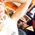 Topless sur Instagram, Miley Cyrus a dévoilé un nouveau tatouage hommage à son chien mort Floyd. Un délire dans lequel elle a également embarqué ses comparses Wayne Coyne et Katy Weaver.