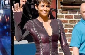Halle Berry : Robe moulante et décolletée, une véritable bombe en puissance !