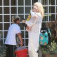 Gwen Stefani et son mari Gavin Rossdale en compagnie de leurs enfants arrivent au domicile de Rachel Zoe à Malibu, le 5 Juillet 2014.