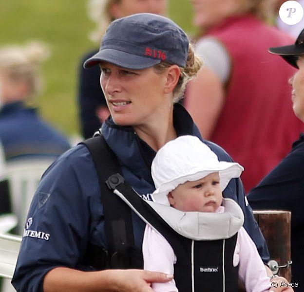 Zara Phillips avec sa fille Mia au concours complet Barbury International Horse Trials à Wiltshire le 5 juillet 2014