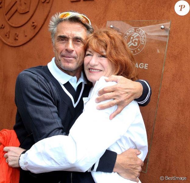 Gérard Holtz et sa femme Muriel Mayette au tournoi de Roland-Garros à Paris, le 29 mai 2014.