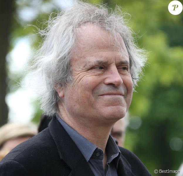 Exclusif - Franz-Olivier Giesbert lors des obsèques de la journaliste Josette Ben Brahem dite Alia au cimetière de Montparnasse à Paris, le 7 mai 2014.