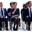 En présence du roi Willem-Alexander et de la reine Maxima des Pays-Bas, du Premier ministre Mark Rutte et de nombreuses familles endeuillées, une quarantaine de cercueils contenant les dépouilles de victimes du vol MH17 de la Malaysian Airlines ont été rapatriées mercredi 23 juillet 2014 à l'aéroport d'Eindhoven.