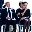 Le roi Willem-Alexander et la reine Maxima des Pays-Bas, particulièrement affectée, le Premier ministre Mark Rutte et de nombreuses familles endeuillées ont assisté mercredi 23 juillet 2014 au rapatriement d'une quarantaine de cercueils contenant les dépouilles de victimes du vol MH17 de la Malaysian Airlines, à l'aéroport d'Eindhoven.