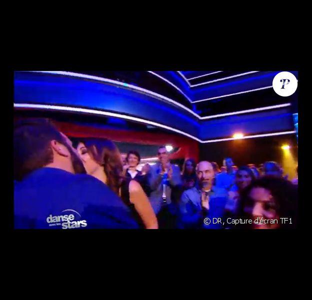 Laurent Ournac va embrasser sa future femme Ludivine dans le public, après sa chorégraphie dans Danse avec les stars, le samedi 5 octobre 2013.