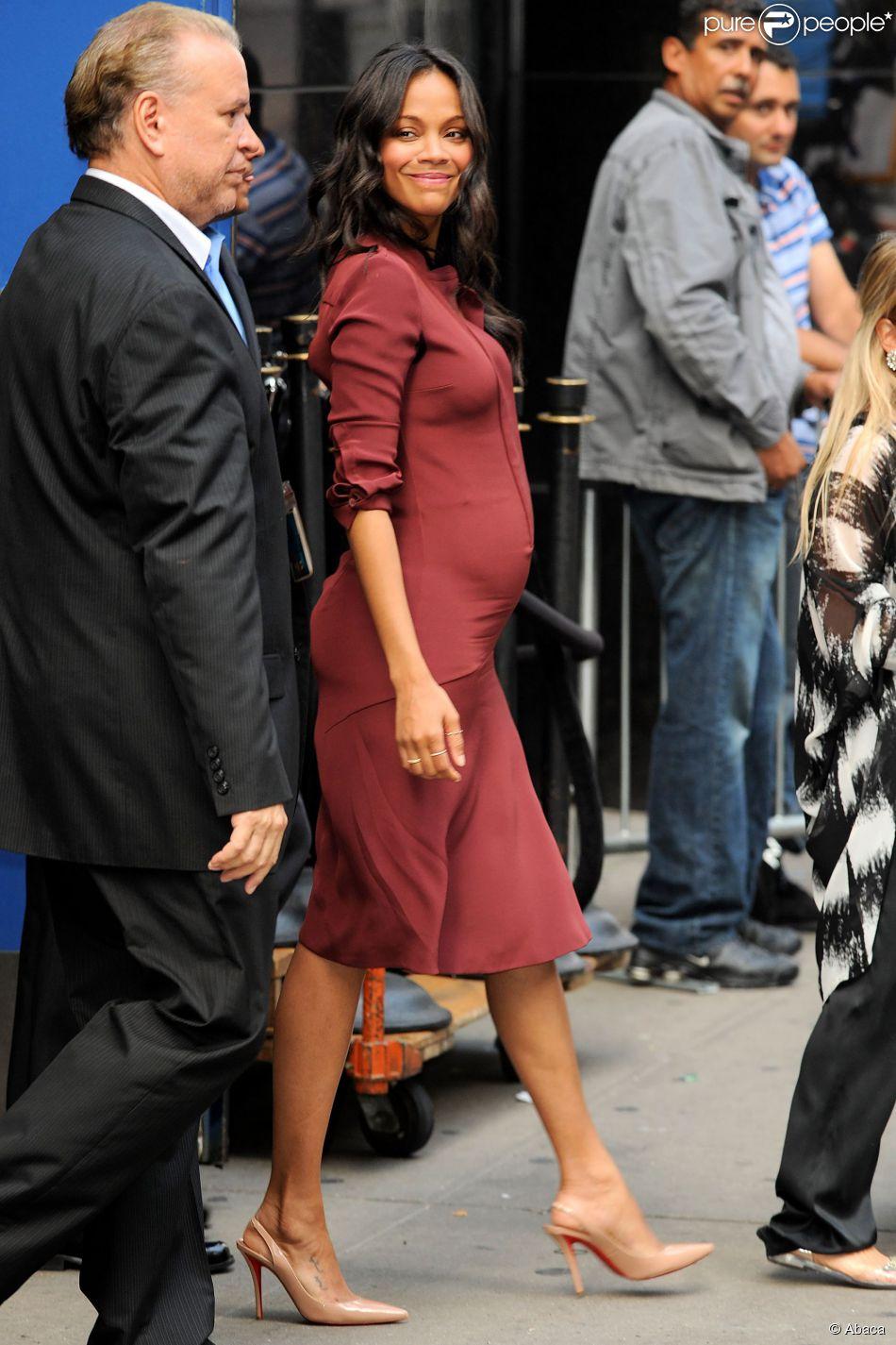 Zoe Saldana, manifestement enceinte, se rendant dans les studios de l'émission Good Morning America à New York le 28 juillet 2014