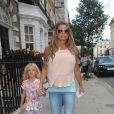 Katie Price et sa fille Princess quittent une clinique sur Harley Street à Londres, le 15 juillet 2014.