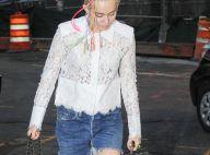 Miley Cyrus, fêtarde à New York : De retour sur scène avec Lily Allen, seins nus