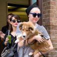 Miley Cyrus avec son chien Emu à New York, le 4 août 2014.
