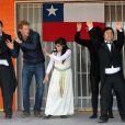 Le prince Harry dansant avec les jeunes déficients d'une association au Chili, le 29 juin 2014