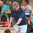 Exclusif - Elton John, son compagnon David Furnish et leurs fils Elijah et Zachary rentrent sur Nice après avoir passé la journée à Saint-Tropez, le 19 août 2014.