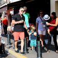 David Furnish, Zachary Furnish-John et Elijah Furnish-John - Elton John, son compagnon David Furnish et leurs fils Elijah et Zachary se promènent dans les rues à Saint-Tropez, le 19 août 2014