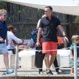 Elton John, son compagnon David Furnish et leurs fils Elijah et Zachary se sont rendus sur le yacht de Lily Safra dans le port de Saint-Tropez, le 19 août 2014