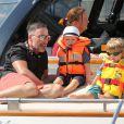 Elton John, son compagnon David Furnish et leurs fils Elijah et Zachary sur le yacht de Lily Safra dans le port de Saint-Tropez, le 19 août 2014