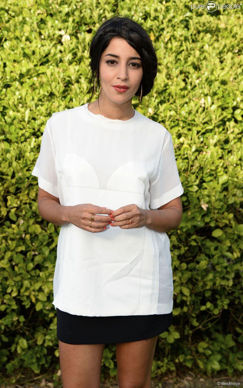 Exclusif - Leïla Bekhti (avec un top Viktor & Rolf et une jupe Balenciaga) pose lors du 7ème Festival du Film Francophone d'Angoulême le 23 août 2014.