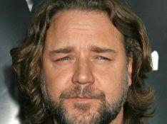 Russell Crowe ne partagera pas la pipe de Robert Downey Jr. !