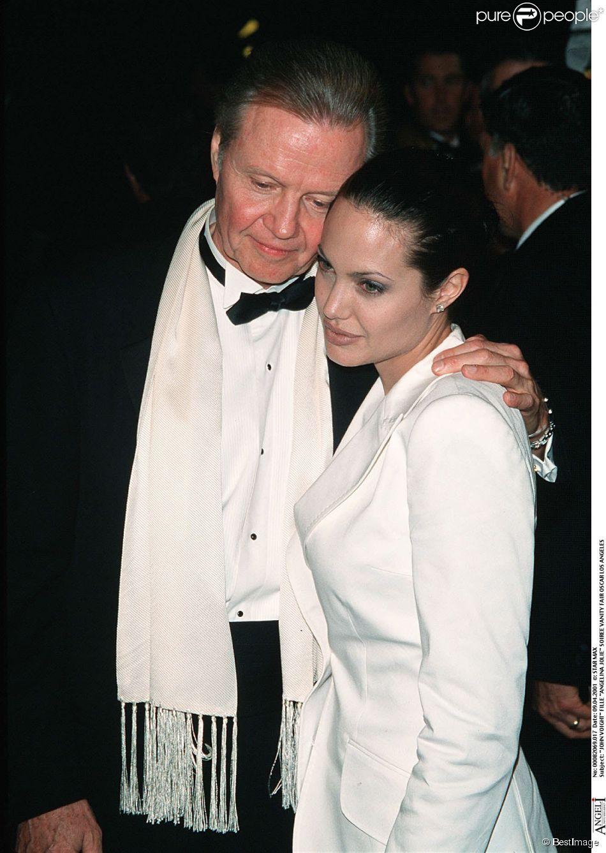 Angelina Jolie et Jon Voight à Los Angeles le 9 avril 2001.