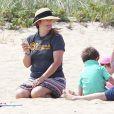 Exclusif - Drew Barrymore se détend sur une plage de Cape Cod dans le Massachusetts, le 23 août 2014.