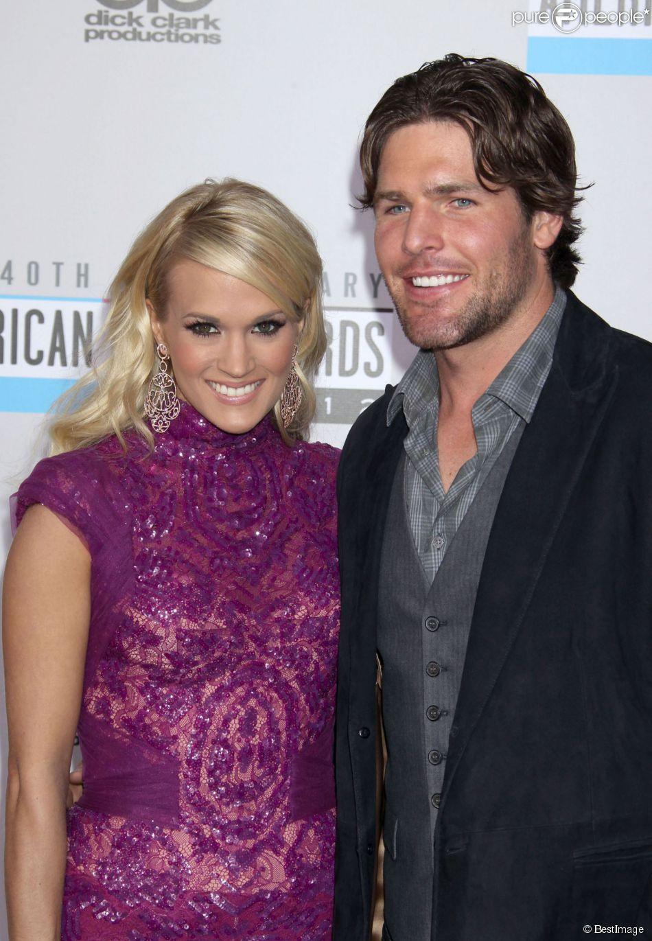 """Carrie Underwood et son mari Mike Fisher lors du 40e anniversaire des """"American Music Awards"""" à Los Angeles. Le 18 novembre 2012."""