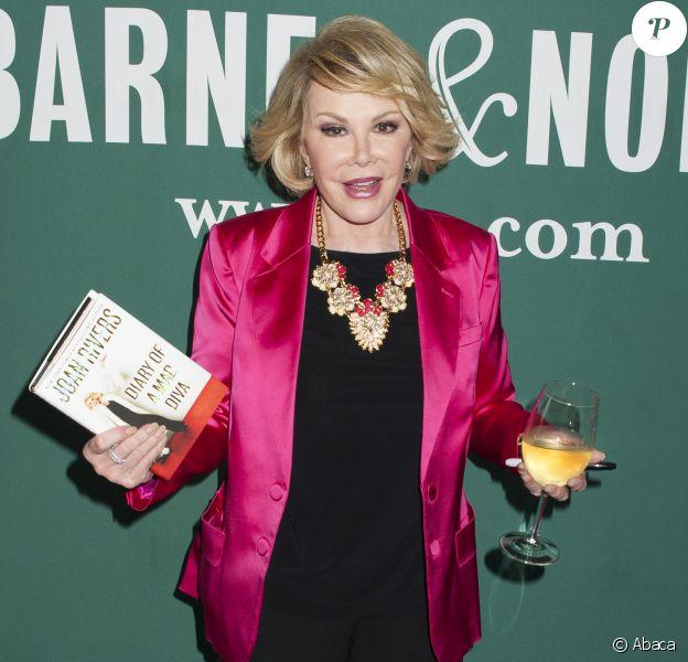 Joan Rivers en promo pour Diary of a Mad Diva chez Barnes & Noble à New York, le 30 juin 2014