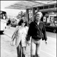 Jon Voight et Marcheline Bertrand se promenant lors du Festival de Cannes 1978
