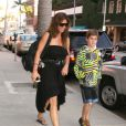 Charisma Carpenter et son fils à Beverly Hills, le 19 juin 2012.