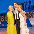 """Ethan Hawke avec sa mère Leslie Carole et sa femme Ryan Shawhughes - Avant-première du film """"Good Kill"""" lors du 71e Mostra de Venise le 5 septembre 2014."""