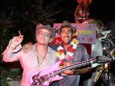 PHOTOS : Quand Victoria Silvstedt s'éclate avec Bono et... Richard Virenque à une fête seventies !