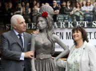Amy Winehouse : Inauguration de sa statue par ses parents, très émus
