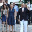 La princesse Charlene, enceinte de son premier enfant, et le prince Albert II de Monaco lors du traditionnel pique-nique des Monégasques dans les jardins du parc Princesse-Antoinette à Monaco, le 1er septembre 2014.