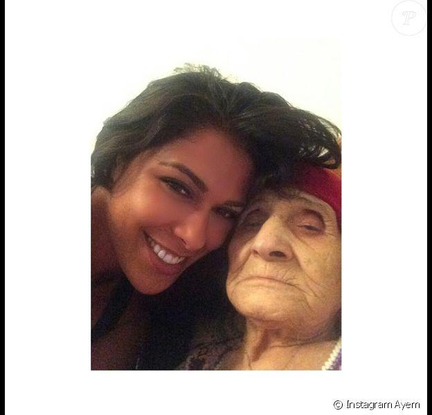 Ayem et sa grand-mère à Tunis, le 20 septembre 2014.